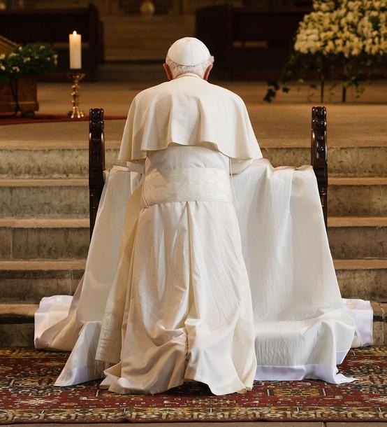 Бенедикт XVI молится о мигрантах