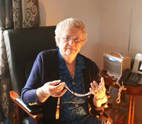 Ірландська бабуся зв'язала шкарпетки папі Римському